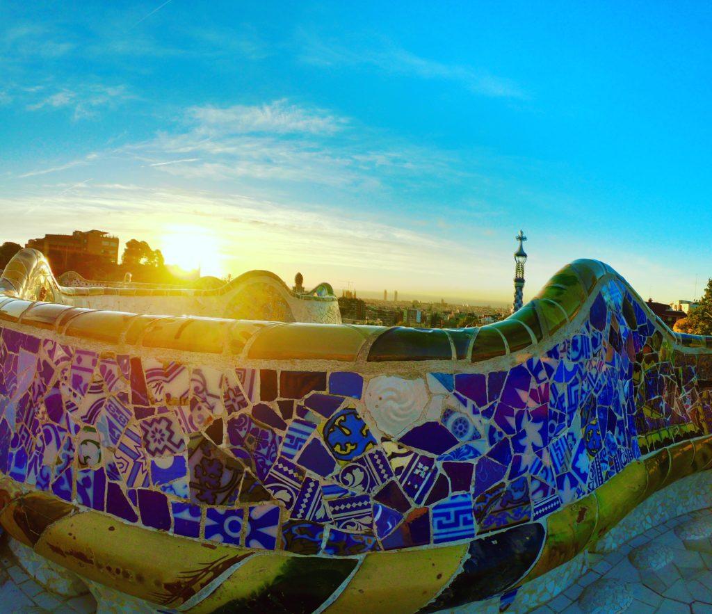 無料で行ける開園前限定のグエル公園から見る朝日