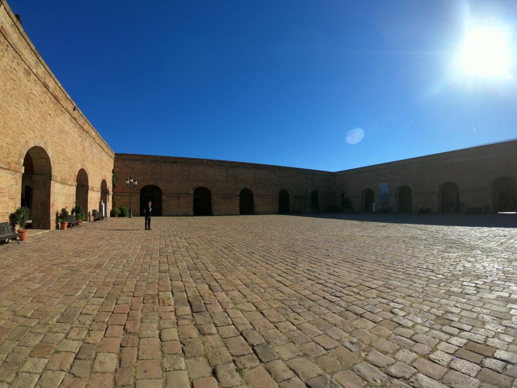 バルセロナのモンジュイック城を観光