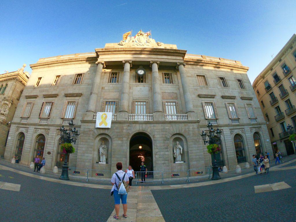 バルセロナの旧市街観光で見つけた市庁舎