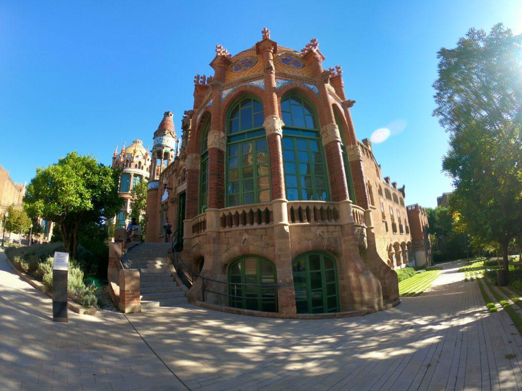 バルセロナのおすすめ観光スポットサンパウ病院中庭
