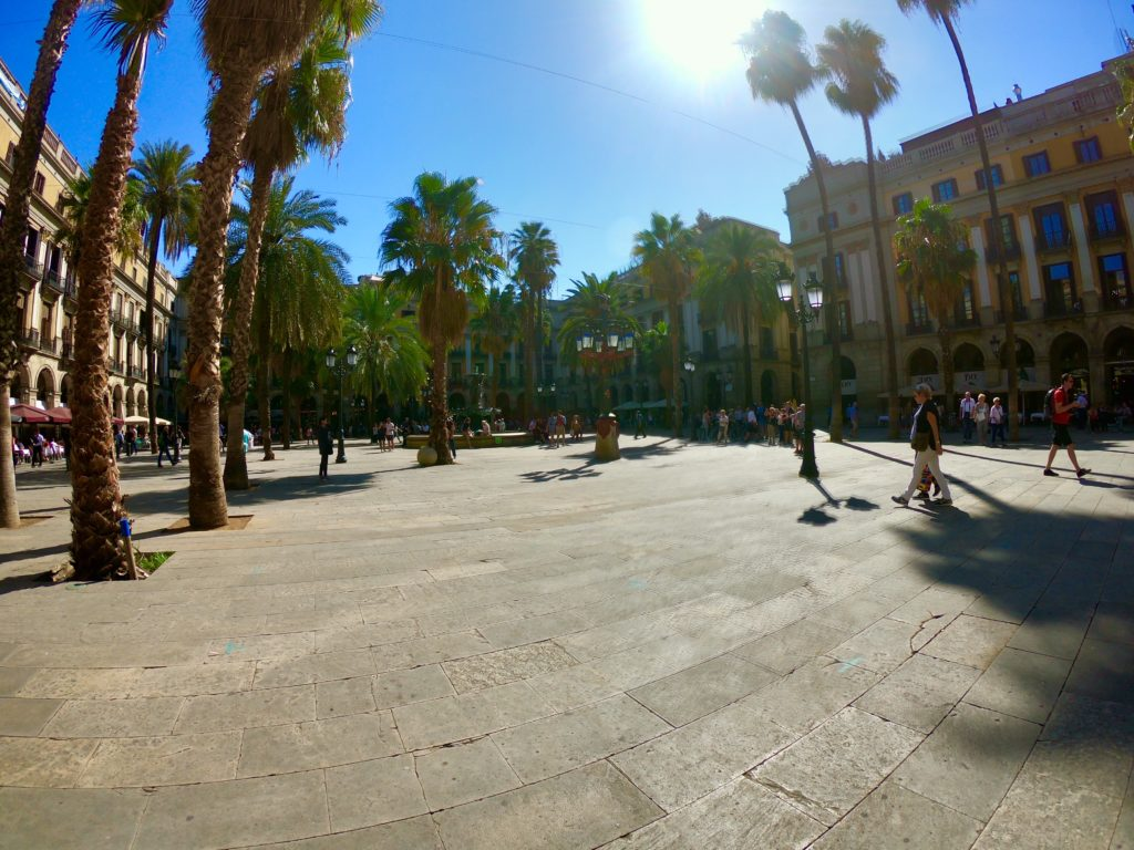 バルセロナのレストラン広場:レイアール広場