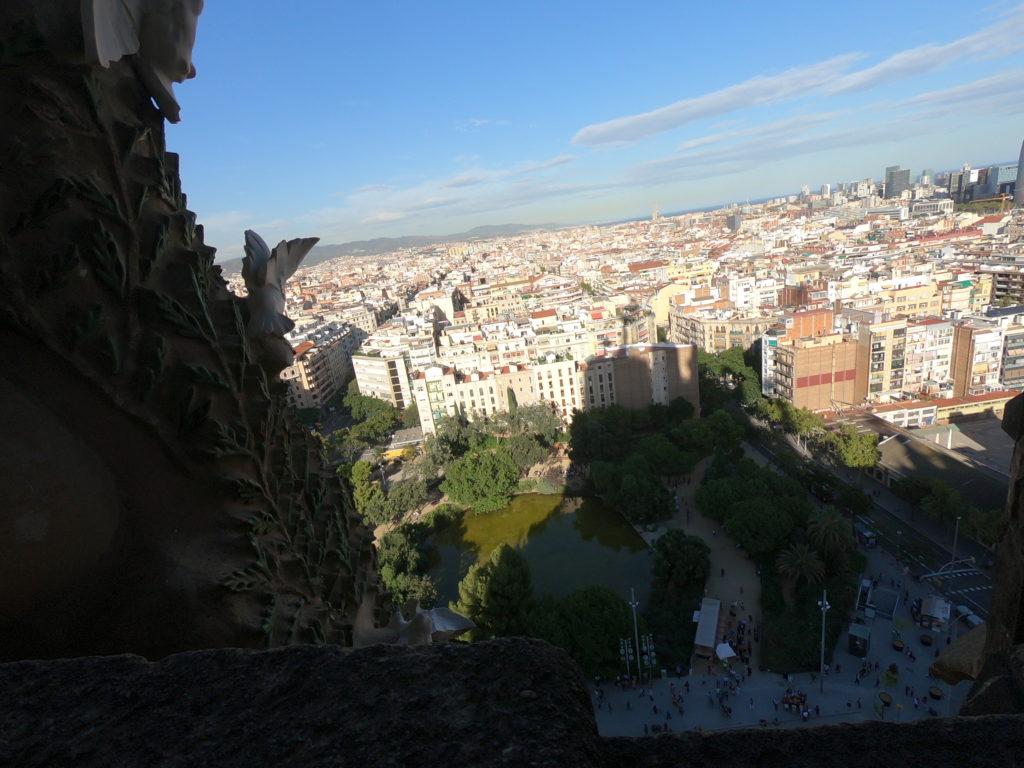 人気観光スポットサグラダファミリアから見るバルセロナ