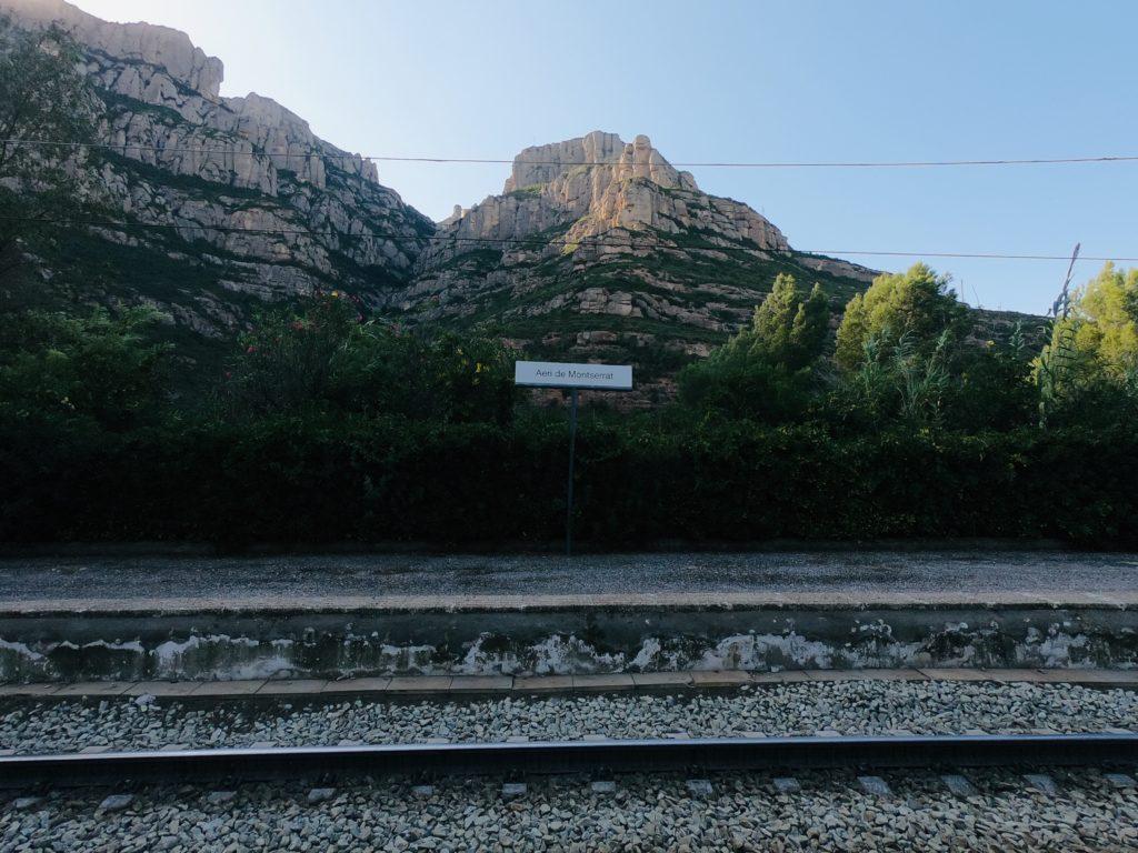モンセラットの駅から見る山