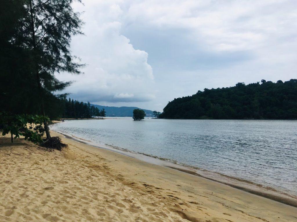 アナンタラ・ラヤン・プーケットの静寂なビーチ