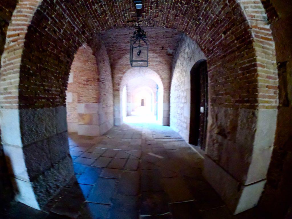 バルセロナのモンジュイック城の回廊を観光する!
