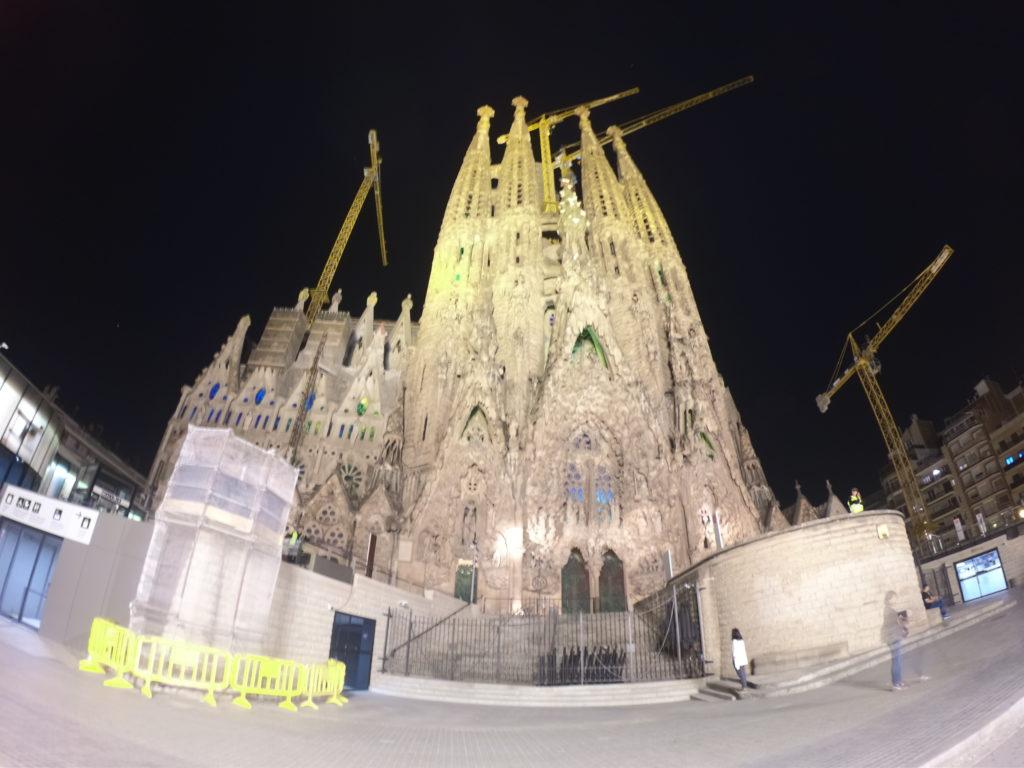 バルセロナのサグラダファミリアライトアップはあまり観光向けではない