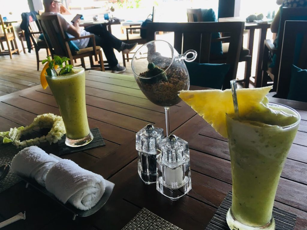 アナンタラ・ラヤン・プーケットのレストランで飲むドリンク