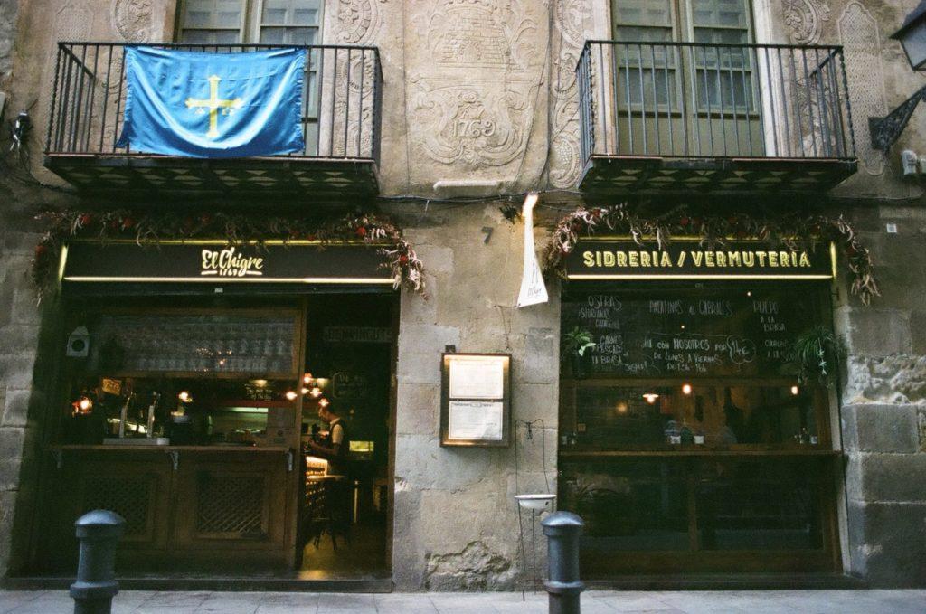 バルセロナ旧市街にあるナッツ屋さんへ観光