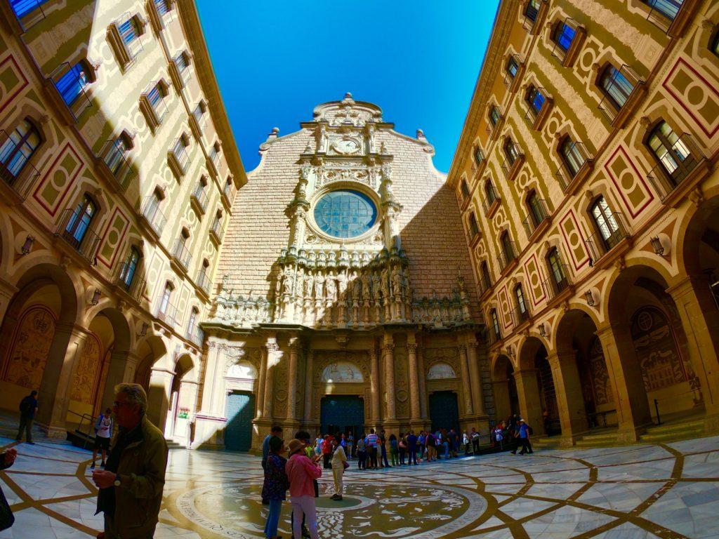 バルセロナのおすすめ観光スポットモンセラット教会