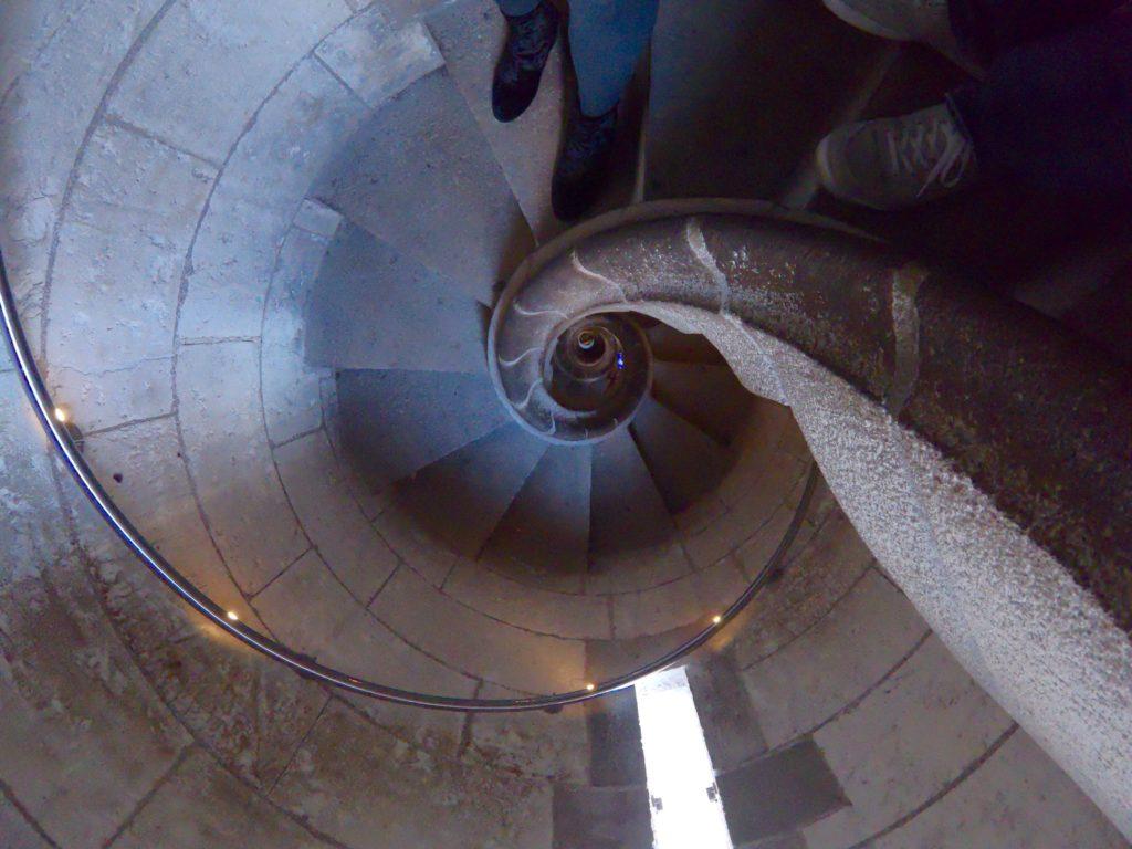 人気観光!サグラダファミリのうずまき階段