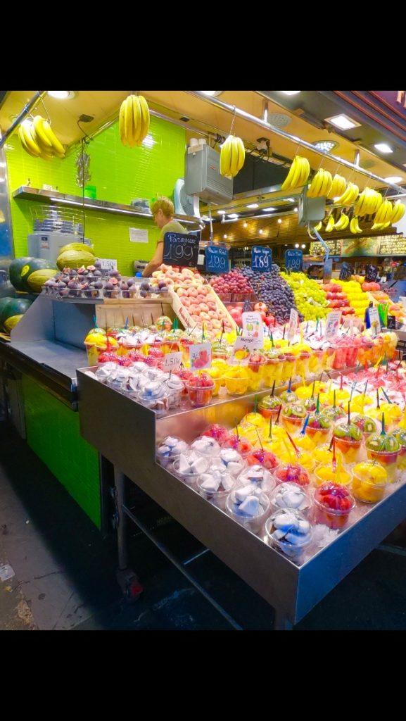 サンジュセップ市場でフルーツジュース!