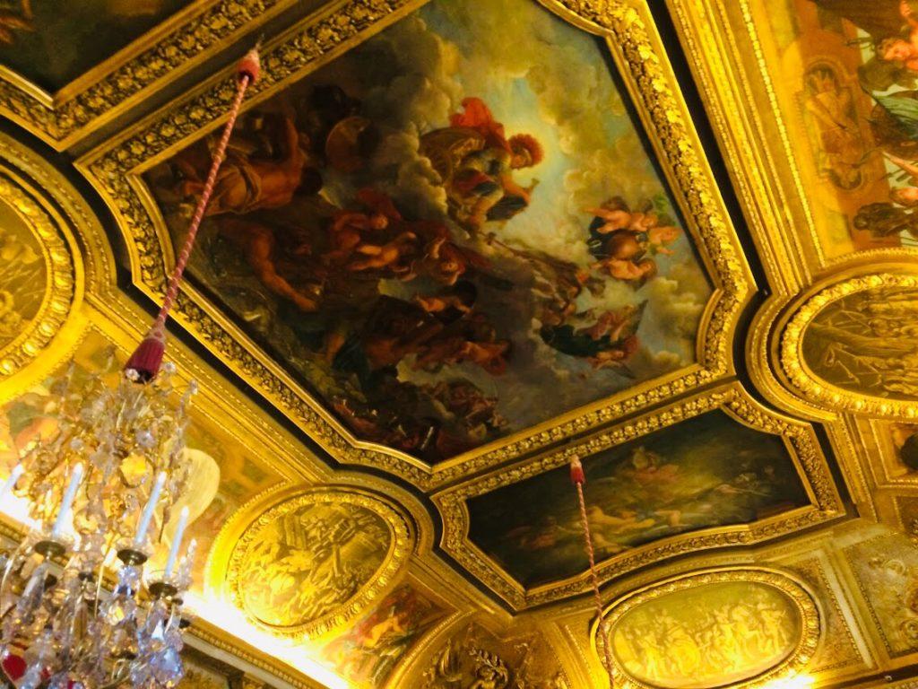 ヴェルサイユ宮殿を観光!こだわりが詰められた天井