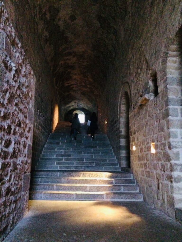 ツアーで周るモンサンミシェルの階段