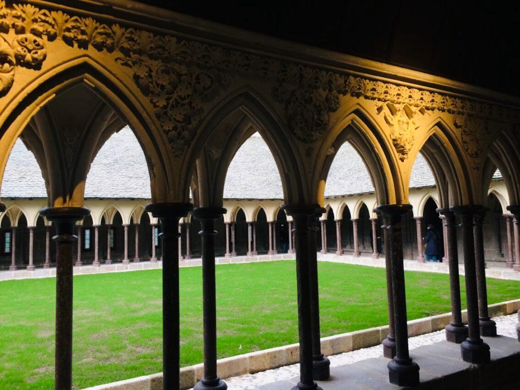 モンサンミシェルの回廊をツアーで観光