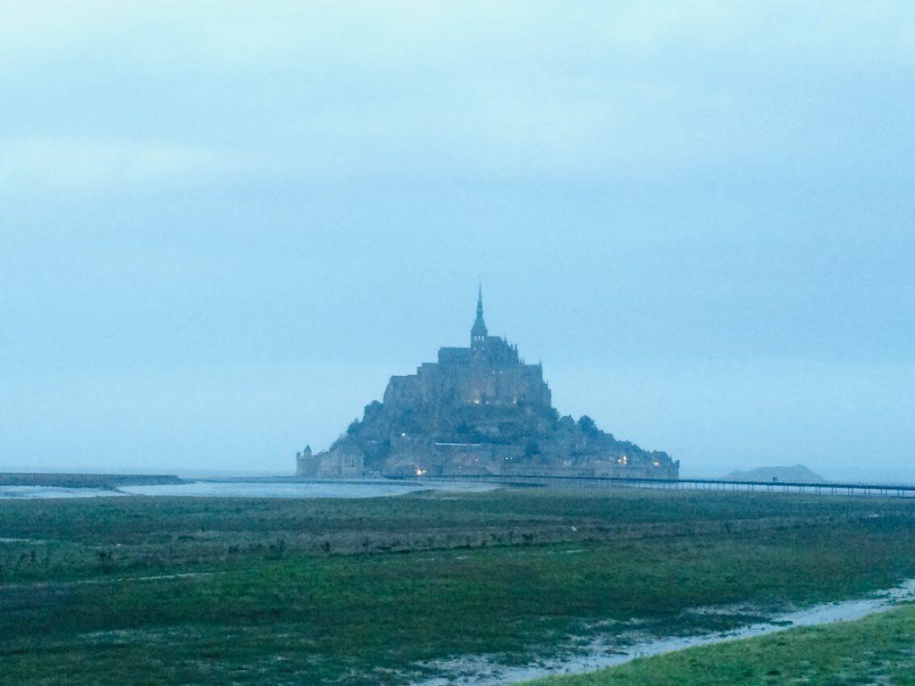 モンサンミシェルのレストランから見る島