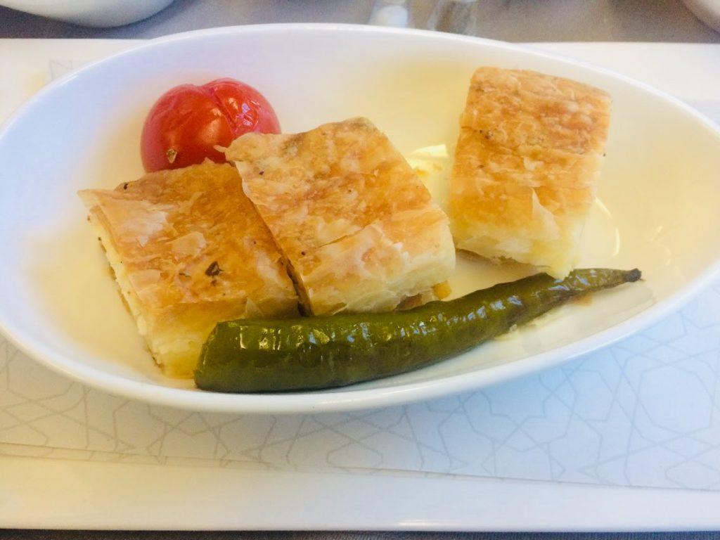 ターキッシュエアラインビジネスクラスの機内食パイ