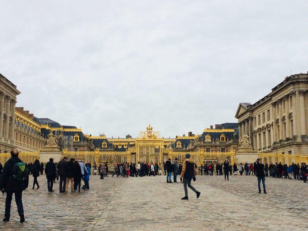 パリのヴェルサイユ宮殿の金門を観光!