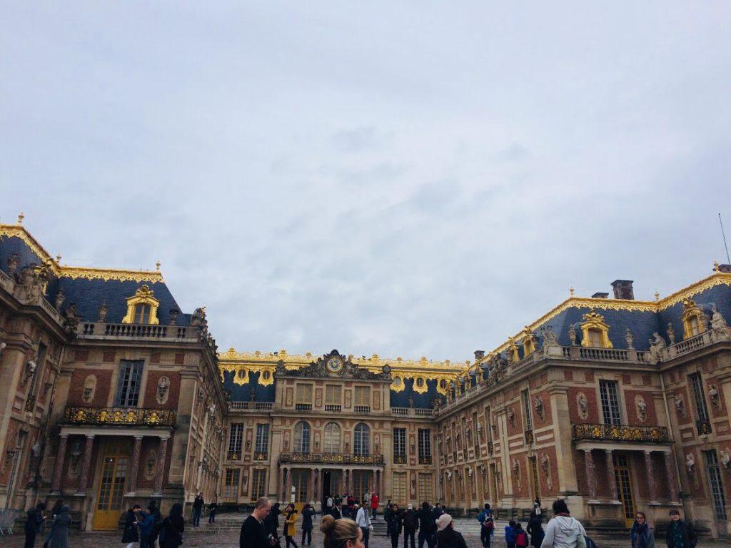 ヴェルサイユ宮殿の外観を観光!宮殿自体はこんな感じ