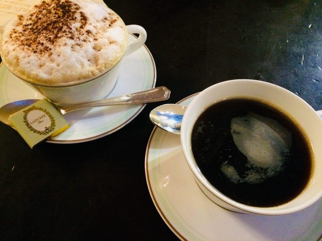 パリのラデュレで朝食にコーヒー
