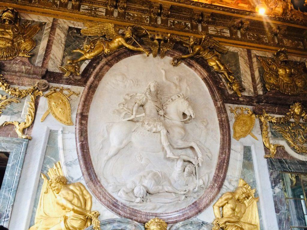 ヴェルサイユ宮殿内を観光!像がありました