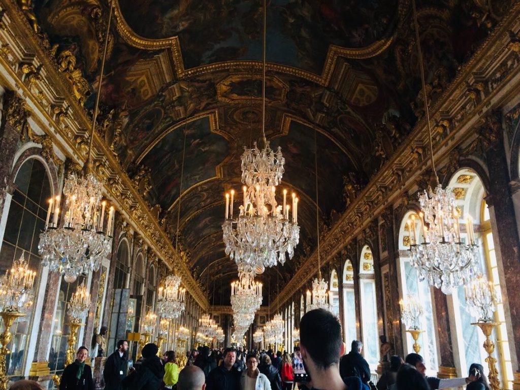 ヴェルサイユ宮殿の鏡の回廊は絶対外せない観光スポット