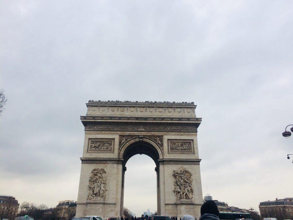 パリのおすすめ観光スポット凱旋門の正面