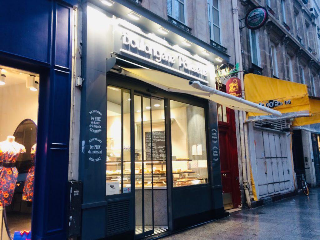 パリのパン屋レジスコランの外装。クロワッサンがすっごいおいしい