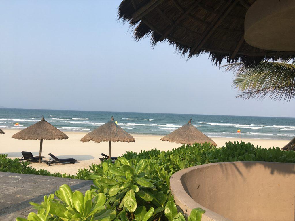 ダナン女子旅のリゾートホテルメリアダナンのプライベートビーチ