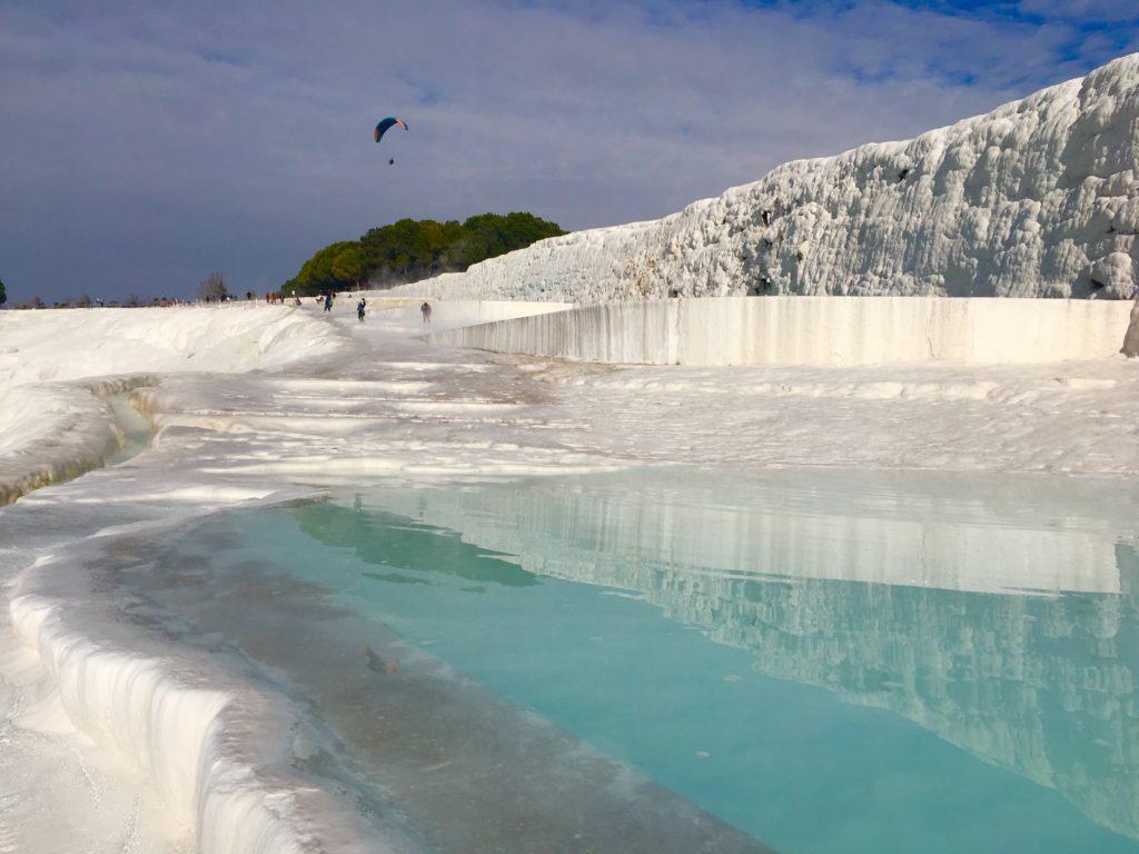 パムッカレの温泉が湧き出る!観光
