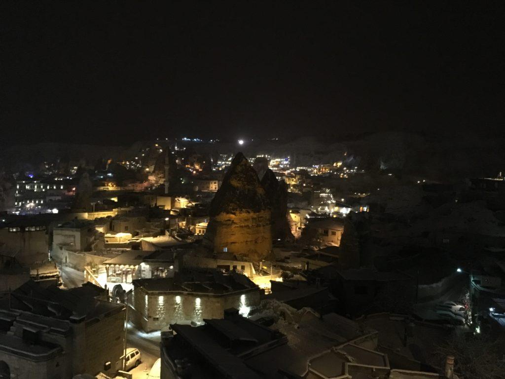 おすすめ観光!レストランから見るギョレメの夜景