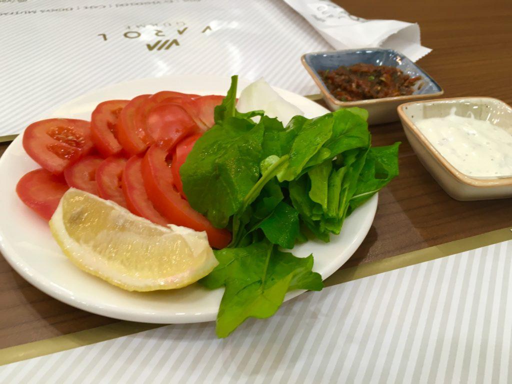 デニズリ観光で食べるトマト