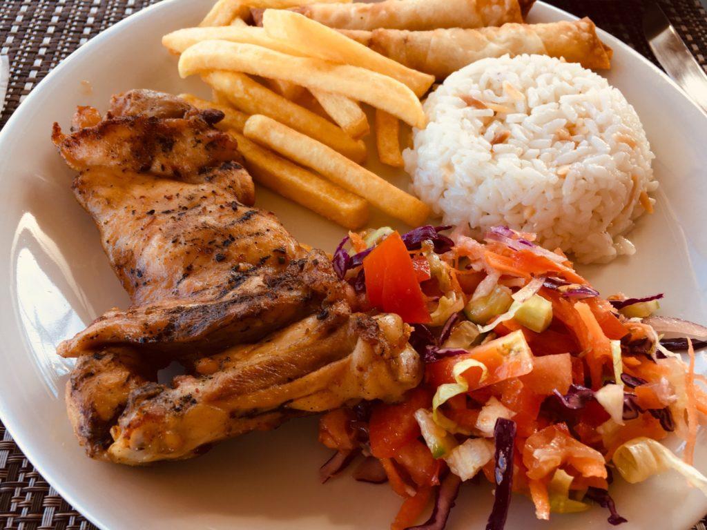 カッパドキアギョレメのおすすめレストランで食べるチキン