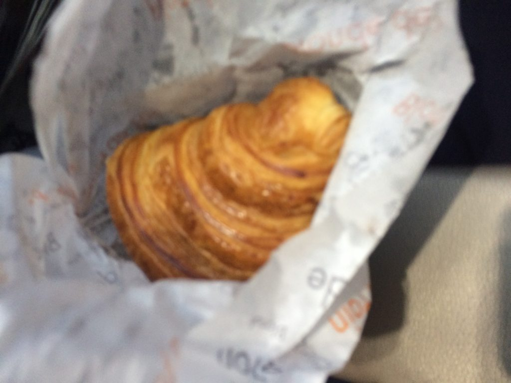 パリのおすすめパン屋レジスコランのクロワッサン