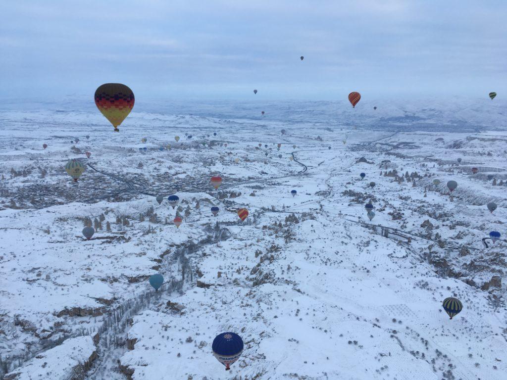 カッパドキアの気球ツアーで見るたくさんの気球たち
