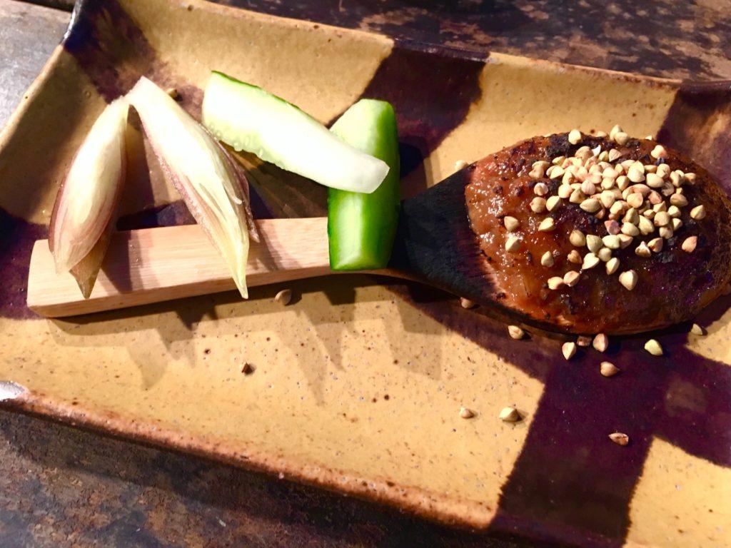 軽井沢のレストラン川上庵では、蕎麦味噌もおすすめ