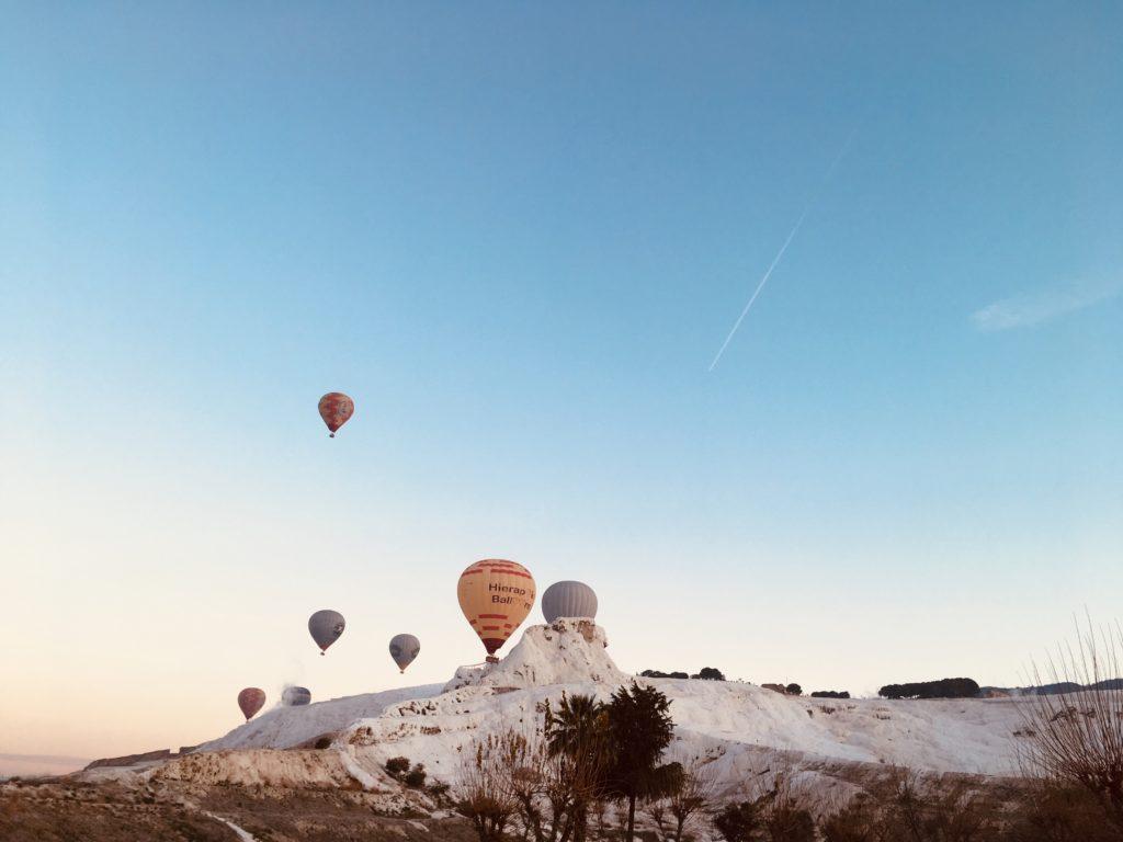 パムッカレ観光でも気球が見れる