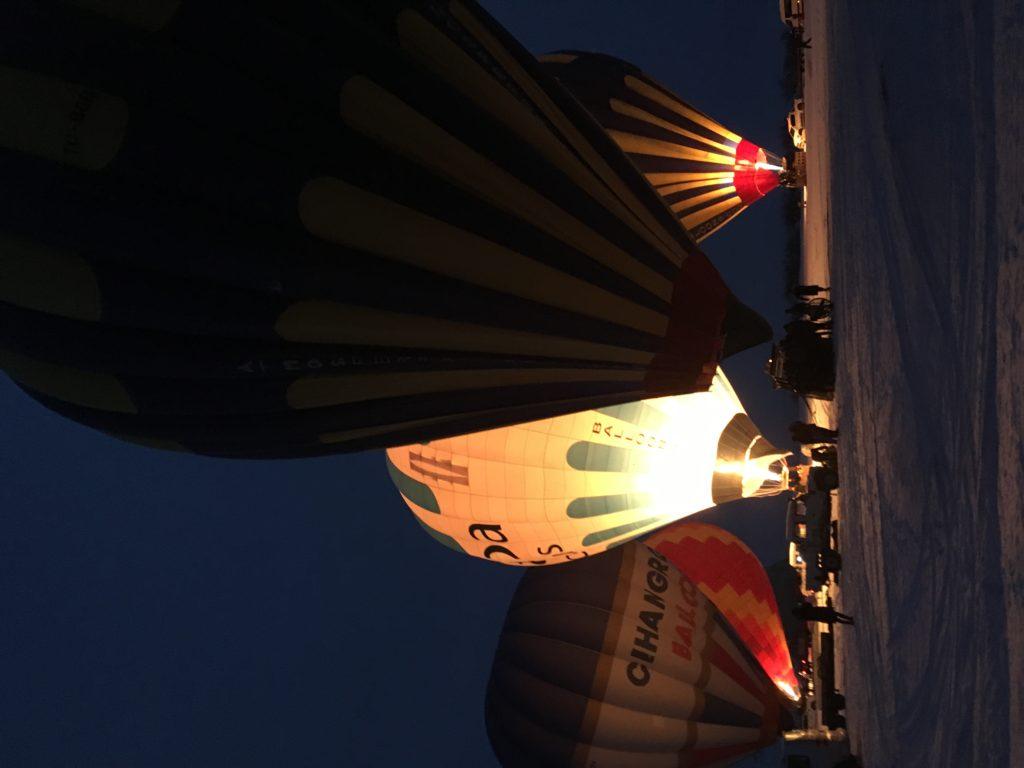 カッパドキアの気球ツアーの準備中