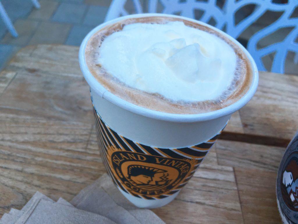 ハワイのおすすめアサイーボウル店のカフェラテ