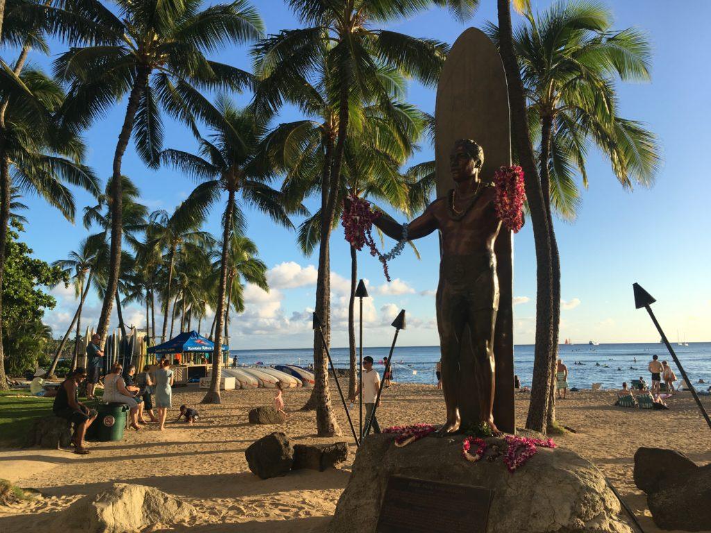 ハワイのワイキキビーチを観光