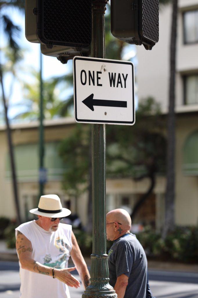 ハワイでは一方通行の道路が多い