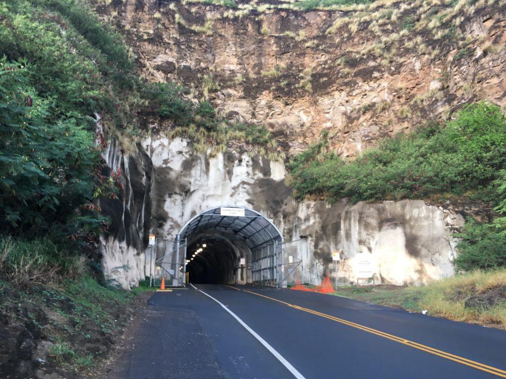自力でダイヤモンドヘッドに行く際のトンネル