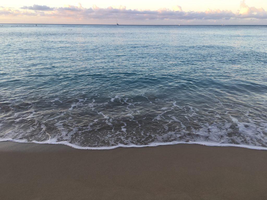 ハワイのおすすめ朝食スポットワイキキビーチを眺めながら